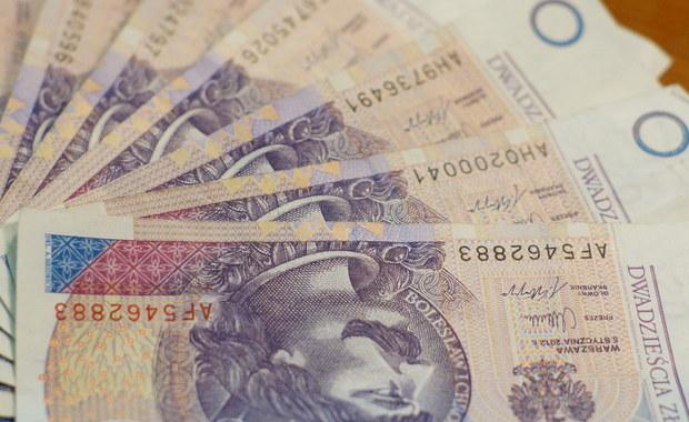 Sejm zaakceptował nowelę ustawy o podatku od sprzedaży detalicznej, która przedłuża zawieszenie tego podatku na kolejny rok - do końca 2018 roku.