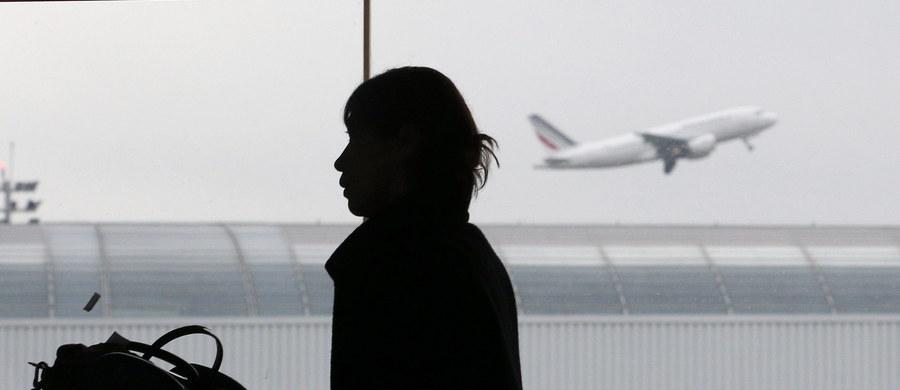 Gwałtowna polemika wokół planu stworzenia sądu w strefie tranzytowej paryskiego lotniska de Gaulle'a. Ma on ułatwić odsyłanie nielegalnych imigrantów, bez wpuszczania ich na terytorium Francji.