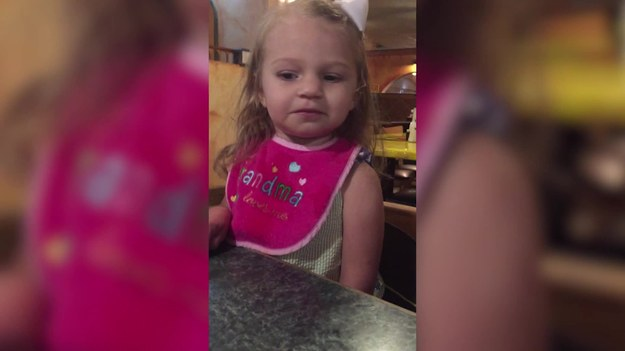 Bezcenna reakcja dwuletniej dziewczynki na rachunek, który otrzymała.