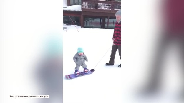 Sloan Henderson ma zaledwie rok, a już można upatrywać w nim następcy Shauna White'a i innych mistrzów jazdy na snowboardzie. Chłopiec ewidentnie czuje się bardzo swobodnie z deską przypiętą do butów i nie ma najmniejszych problemów z utrzymaniem równowagi. (STORYFUL/x-news)