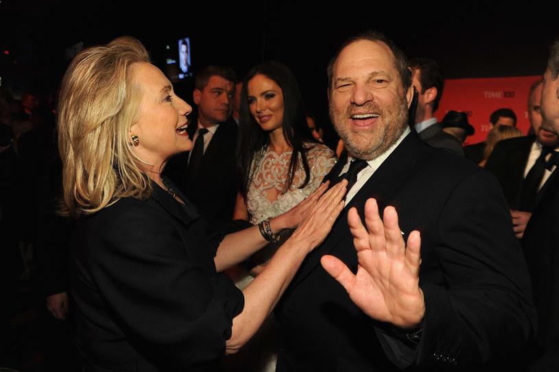 Czołowi politycy Partii Demokratycznej dopiero po kilku dniach od ujawnienia przez amerykańskie media, że jej wierny sympatyk i donator, producent filmowy Harvey Weinstein molestował seksualnie dziesiątki kobiet, przerwali milczenie.