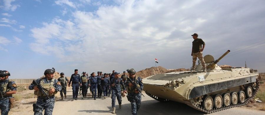 Iracka armia ogłosiła , że wraz ze sprzymierzonymi z nią milicjami odebrała siłom kurdyjskim kontrolę nad kilkoma celami na południe od miasta Kirkuk, w tym nad bazą wojskową, stacją państwowego koncernu gazowego, rafinerią ropy i elektrownią.