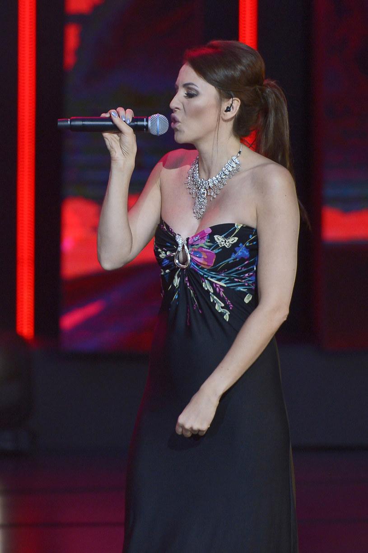 """Poniżej możecie zobaczyć teledysk """"Zamykam serce"""" Kasi Novej. Utwór po raz pierwszy zaprezentowano na tegorocznym Festiwalu w Opolu, gdzie wokalistka wystąpiła podczas benefisu Jana Pietrzaka."""