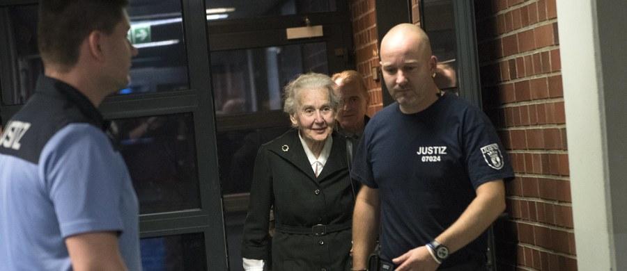 Sąd w Berlinie skazał w poniedziałek Ursulę Haverbeck na sześć miesięcy więzienia za notoryczne negowanie Holokaustu. 88-letnia kobieta twierdziła w styczniu 2016 roku, że komory gazowe w niemieckim obozie koncentracyjnym Auschwitz nie były prawdziwe.