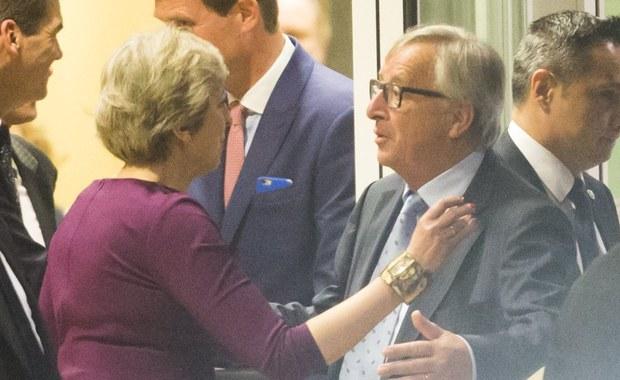 Brytyjska premier Theresa May i przewodniczący Komisji Europejskiej Jean-Claude Juncker do przyśpieszenia rozmów ws. Brexitu. Wizyta May w Brukseli jest częścią ofensywy dyplomatycznej przed szczytem UE pod koniec tygodnia, mającej przekonać kraje 27 do racji Londynu.