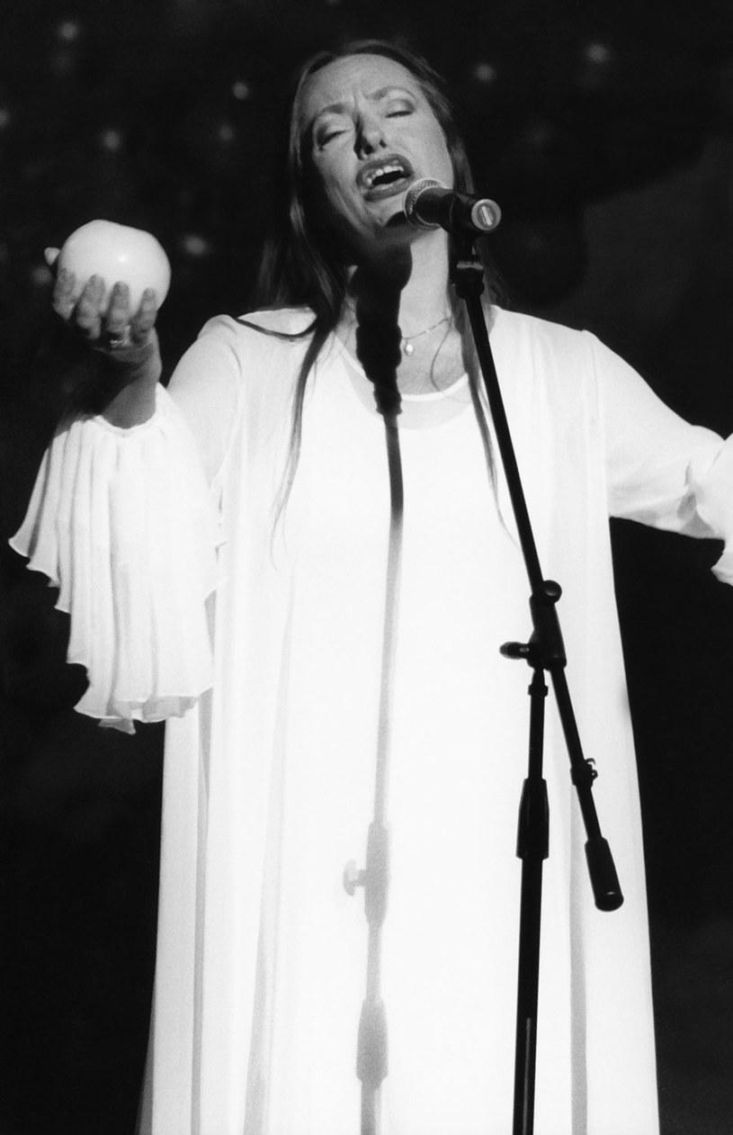 """Pogrzeb Anny Szałapak, """"Białego Anioła"""" z kabaretu Piwnica Pod Baranami odbędzie się w piątek (20 października) o godz. 13.40 na Cmentarzu Rakowickim w Krakowie - poinformowała w poniedziałek Piwnica Pod Baranami."""