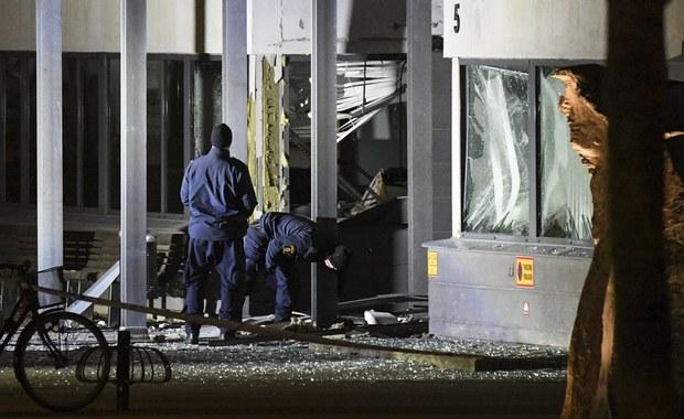 Tuż po północy eksplodował silny ładunek wybuchowy podłożony przed wejściem na posterunek policji w szwedzkim mieście Helsingborg. Wybuch był tak potężny, że w budynkach po przeciwnej stronie ulicy powypadały szyby z okien. Z pierwszych informacji wynika, że nikt nie został poszkodowany.