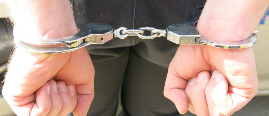 Do aresztu trafił 35-letni Bułgar zatrzymany przez lubuskich policjantów. Zarzucono mu handel ludźmi i sutenerstwo. Według śledczych, zatrzymany zarobił na tych przestępstwach 1,2 mln zł - poinformował rzecznik lubuskiej policji Marcin Maludy.