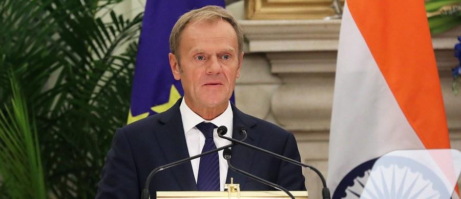 """Szef Rady Europejskiej Donald Tusk proponuje usprawnienie prac unijnych liderów. W """"Programie Przywódców"""" na najbliższe kilkanaście miesięcy podkreśla, że jedność nie może być wymówką dla stagnacji, ale ambicje nie mogą prowadzić do podziałów. W opublikowanym w nocy z wtorku na środę dokumencie Tusk pisze, że instytucje unijne powinny skupić się przede wszystkim na praktycznych rozwiązaniach rzeczywistych problemów obywateli UE, by przywrócić im poczucie stabilności, bezpieczeństwa i przewidywalności. """"Niektóre kwestie dojrzały do rozwiązania już teraz"""" - podkreślił."""