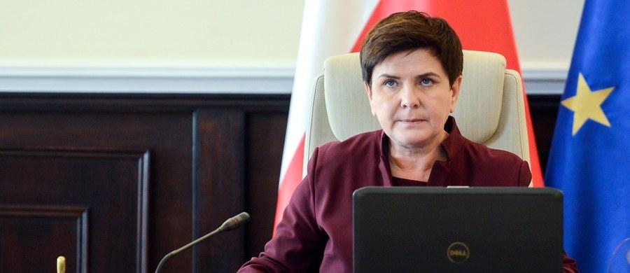 """Osobiście jestem za tym, aby wszystkie niedziele były wolne od pracy - powiedziała w wywiadzie dla """"Gościa Niedzielnego"""" premier Beata Szydło. Przyznała, że w obozie rządzącym głosy w tej sprawie są podzielone."""