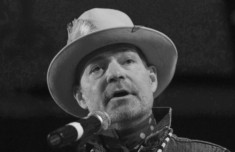 Premier Kanady Justin Trudeau pożegnał lidera grupy The Tragically Hip, a zarazem swojego przyjaciela, Gorda Downiego, który zmarł na raka mózgu w wieku 53 lat.