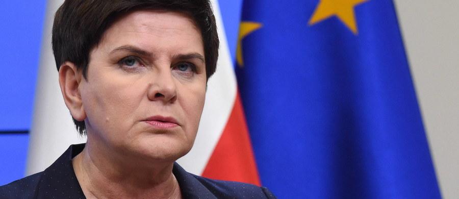 Na mój wniosek w konkluzjach unijnego szczytu znajdzie się poprawka, która gwarantuje, iż wszelkie zmiany dotyczące reformy systemu azylowego będą przyjmowane w drodze konsensusu krajów Unii Europejskiej - powiedziała premier Beata Szydło na konferencji podczas szczytu UE.