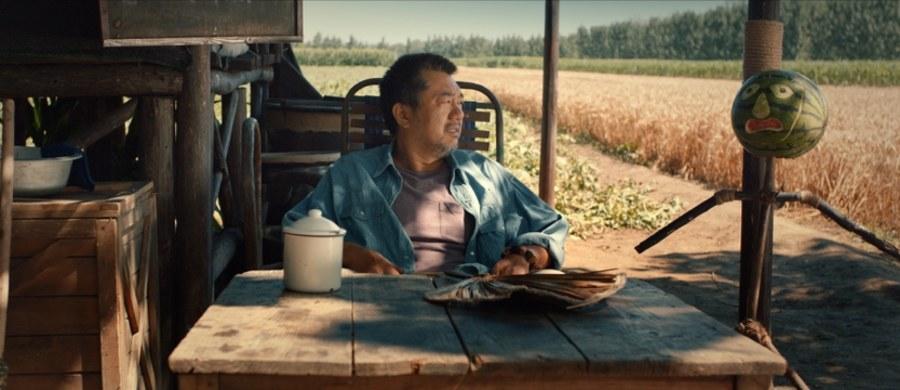 """""""Zabić arbuza"""" - chińska opowieść reżysera Zehao Gao o farmerze, którego życie zmienia jeden upuszczony banknot - został najlepszym filmem 33. Warszawskiego Festiwalu Filmowego. Laureata Grand Prix ogłoszono w sobotę w Warszawie."""