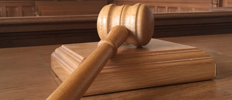Prokuratura generalna Portugalii oskarżyła 21 policjantów o agresję na tle rasowym wobec siedmiu osób mieszkających w rejonach stołecznej aglomeracji zdominowanych przez potomków afrykańskich imigrantów. Jedna z ofiar miała zostać pobita na terenie sądu.