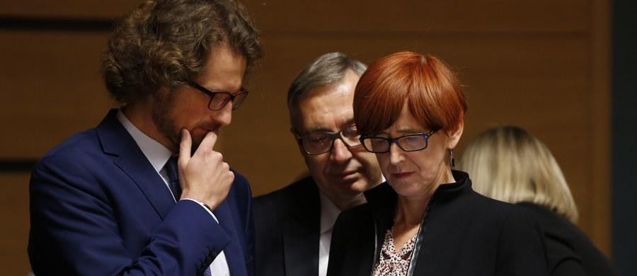 """Szefowa resortu rodziny, pracy i polityki społecznej Elżbieta Rafalska powiedziała, że w Luksemburgu jak dotąd nie udało się osiągnąć kluczowego dla Polski porozumienia w kwestii transportu. """"Nie widzimy zbyt wiele pola dla kompromisu"""" - podkreśliła."""