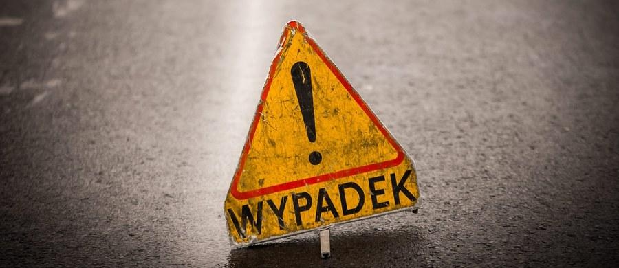 """Cztery osoby zostały ranne w wypadku na krajowej """"19"""" Kock – Lublin w Lubartowie na Lubelszczyźnie. Zderzyły się tam trzy ciężarówki i dwa samochody osobowe. Droga była zablokowana przez kilka godzin."""