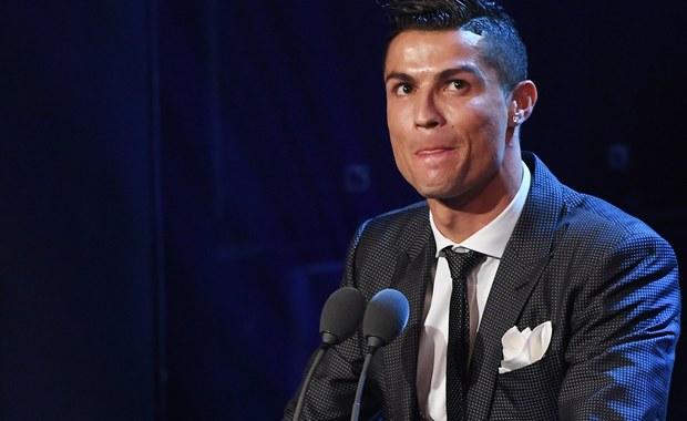 Portugalczyk Cristiano Ronaldo po raz piąty został wybrany najlepszym piłkarzem świata w plebiscycie FIFA. Nagrodę dla najlepszego trenera 2017 otrzymał jego trener z Realu Madryt Francuz Zinedine Zidane. Uroczysta gala FIFA odbyła się w Londynie.
