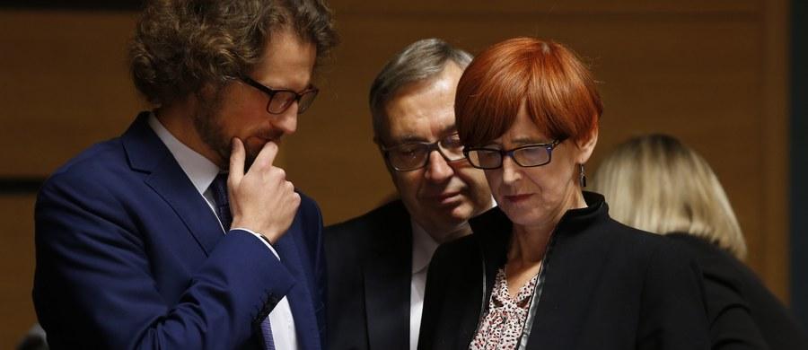Jestem zawiedziona, że Grupie Wyszehradzkiej nie udało się utrzymać spójności - powiedziała szefowa  MRPiPS Elżbieta Rafalska komentując fakt, że Polska i Węgry opowiedziały się przeciwko dyrektywie o pracownikach delegowanych, a Czechy i Słowacja ją poparły.