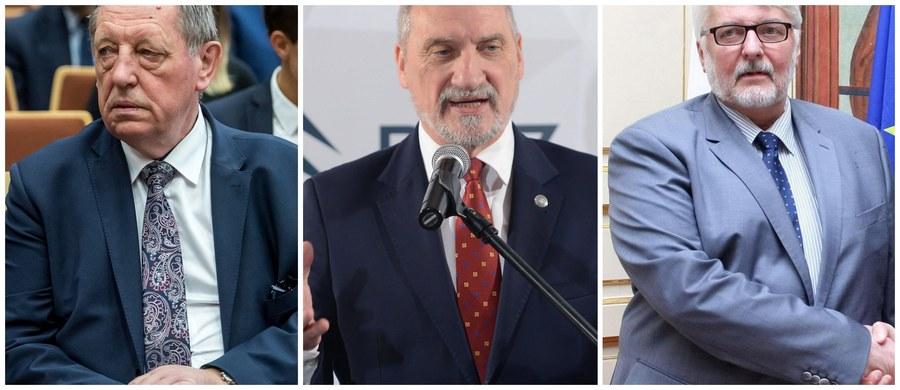 """To naturalne, że Jarosław Kaczyński powinien stanąć na czele rządu - stwierdził w Porannej rozmowie w RMF FM poseł Kukiz'15 Marek Jakubiak. Jak ocenił: """"Dwa lata to gigantyczny okres pracy, zmęczenie wyraźnie widać. Myślę, że zmiana na stanowisku premiera jest konieczna"""". W rozmowie z Robertem Mazurkiem zdradził również, kogo chętnie widziałby poza rządem."""