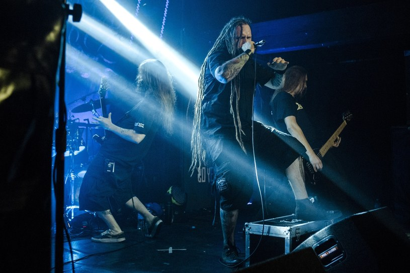 Muzycy polskiego deathmetalowego zespołu Decapitated przed sądem w Spokane w stanie Waszyngton zaprzeczyli stawianym im zarzutom uprowadzenia i zgwałcenia fanki.