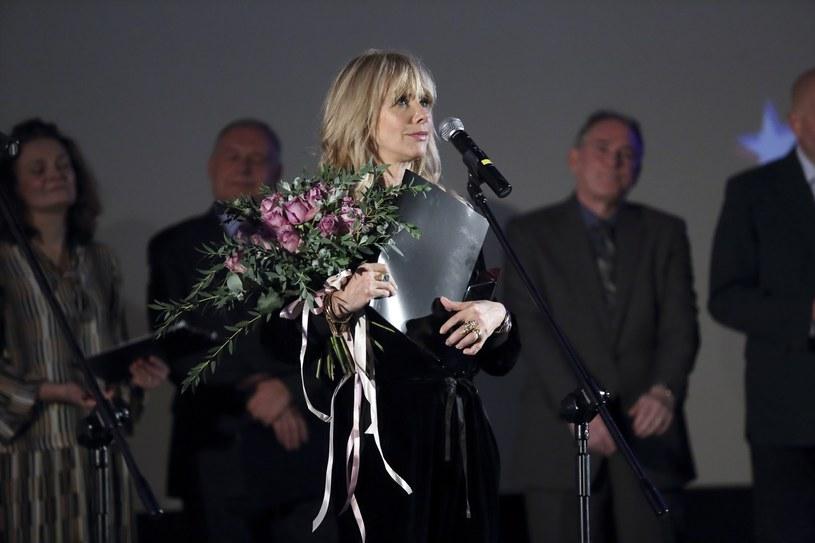 """Projekcja """"I tak cię kocham"""", komedii romantycznej Michaela Showaltera o miłości między Palestyńczykiem a białą dziewczyną, oficjalnie rozpoczęła 8. American Film Festival. Podczas inauguracji wrocławskiej imprezy nagrodę Indie Star Award odebrała aktorka Rosanna Arquette."""