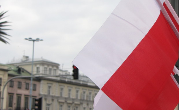 43 proc. Polaków uważa, że sprawy w Polsce idą w dobrym kierunku, podczas gdy odwrotne zdanie ma 36 proc. badanych, a 21 proc. nie ma zdania na ten temat - wynika z badania Kantar Public. Pozytywnie stan polskiej gospodarki ocenia 62 proc. respondentów, negatywnie 24 proc., a zdania nie ma 14 proc.