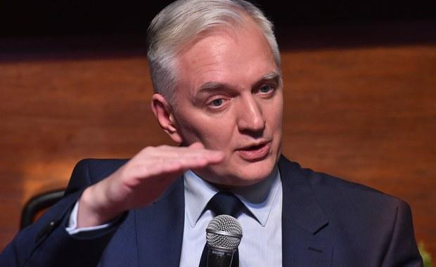 W Polsce praworządność ma się dobrze, mamy jednak problem ze zbyt ostrym charakterem sporów politycznych – powiedział dziennikarzom wicepremier, minister nauki Jarosław Gowin. Dodał, że w tej sprawie wszystkie strony powinny się bić w pierś.