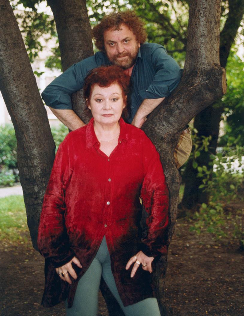 """Poznali się w 1970 roku na planie jego filmu """"Hydrozagadka"""". Zamieszkali razem pod koniec 1971 roku, a dziesięć lat później wzięli ślub. Przez ponad 40 lat byli właściwie nierozłączni. O Idze Cembrzyńskiej praktycznie nie wspomina się bez Andrzeja Kondratiuka."""