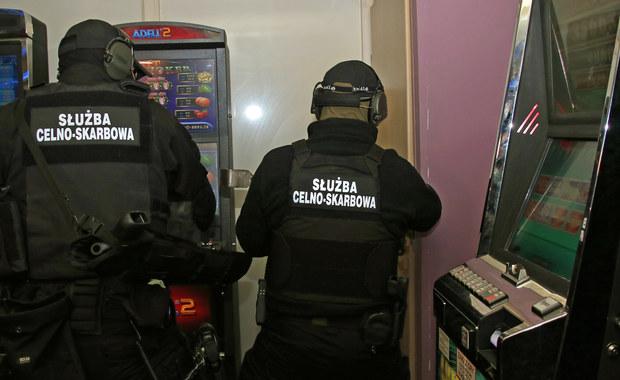 Mazowieccy funkcjonariusze Izby Administracji Skarbowej ujawnili 39 nielegalnych automatów do gier, których wartość rynkowa wynosi 468 tysięcy złotych. Za nielegalną działalność grożą wysokie kary.