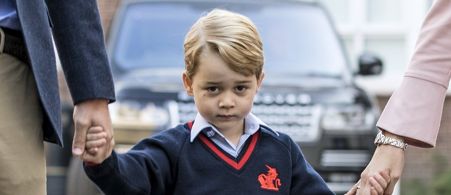 Państwo Islamskie grozi zabiciem 4-letniego księcia George'a, syna księcia Williama i księżnej Kate - podają brytyjskie media. Twierdzą, że taka informacja pojawiła się w wykorzystywanej przez zwolenników ISIS aplikacji Telegram.