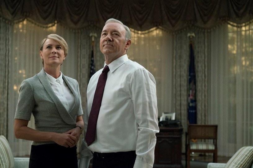 """Twórcy """"House of Cards"""" ogłosili, że przyszłoroczny szósty sezon popularnego serialu będzie jego ostatnim. Stało się to zaledwie dzień po tym, jak gwiazda produkcji Kevin Spacey został oskarżony o molestowanie seksualne."""