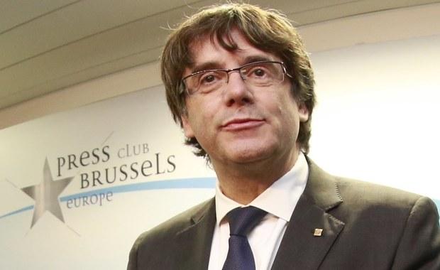 Nie przyjechałem do Brukseli, by prosić o azyl polityczny ani by uniknąć odpowiedzialności, lecz by bronić sprawy katalońskiej w stolicy Europy - powiedział na konferencji prasowej w Brukseli zdymisjonowany szef rządu Katalonii Carles Puigdemont.