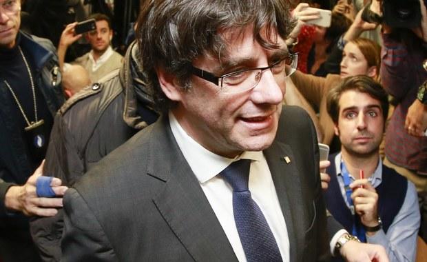Hiszpański Sąd Najwyższy wezwał we wtorek zdymisjonowanego szefa rządu Katalonii Carlesa Puigdemonta i 13 członków jego byłej administracji do stawienia się w czwartek na przesłuchanie. Poinformował też, że rozpoczyna procedury związane z postawieniem zarzutów Puigdemontowi i innym przywódcom katalońskim w związku z rebelią.