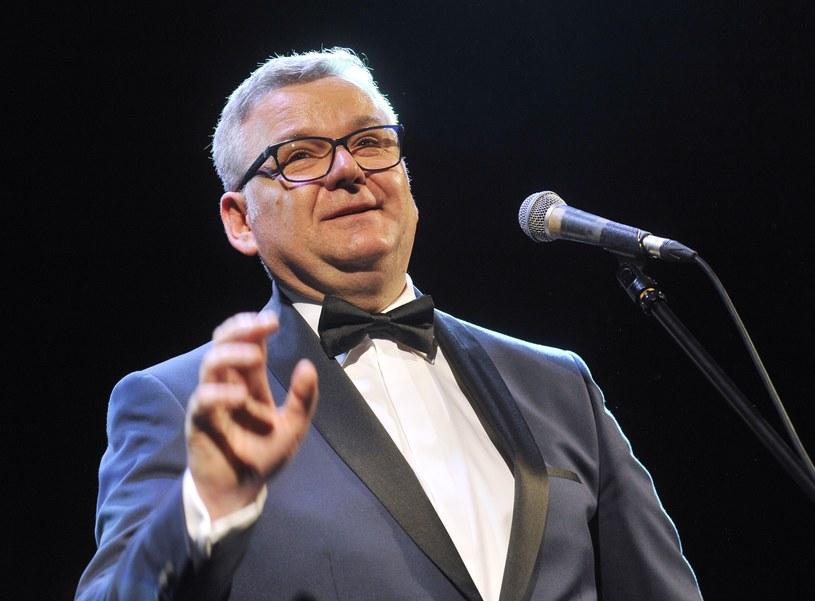Popularny dziennikarz i wokalista Artur Andrus zdecydował się odejść z Programu Trzeciego Polskiego Radia. Również Robert Kantereit pożegnał się z radiową Trójką.
