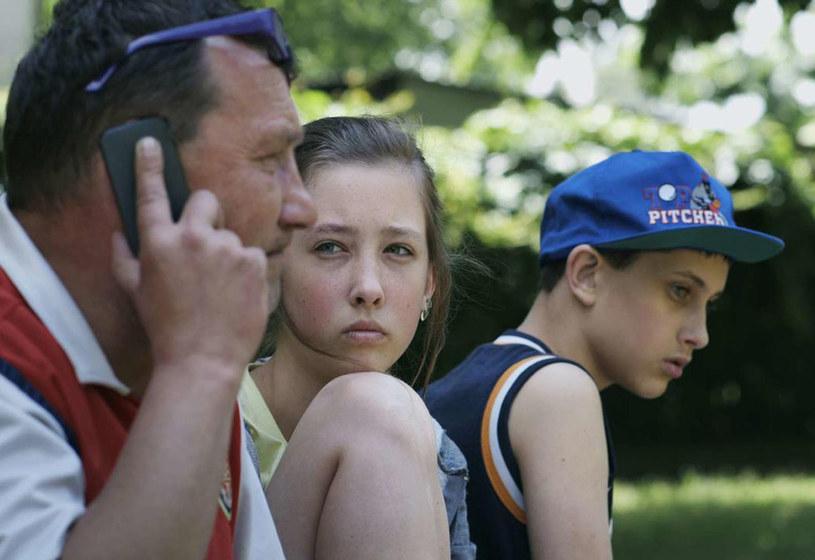 """Wielokrotnie doceniany i wyróżniany na całym świecie film Anny Zameckiej """"Komunia"""" otrzymał właśnie nominację do Europejskiej Nagrody Filmowej w kategorii filmu dokumentalnego! To kolejny bezdyskusyjny sukces młodej reżyserki. O tym, czy statuetka trafi do jej rąk, dowiemy się już w grudniu podczas berlińskiej gali rozdania nagród."""