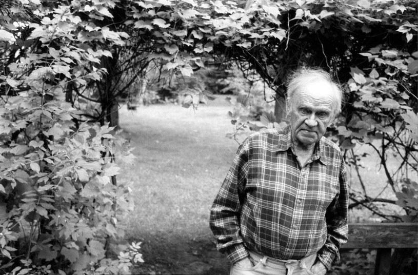 """W wieku 96 lat zmarł Roman Bratny, pisarz, autor takich powieści jak """"Kolumbowie. Rocznik 20"""" """"Szczęśliwi torturowani"""", """"Śniegi płyną"""", """"Brulion"""", """"Na bezdomne psy"""". O śmierci pisarza poinformowała w poniedziałek PAP jego córka Julia Bratny."""