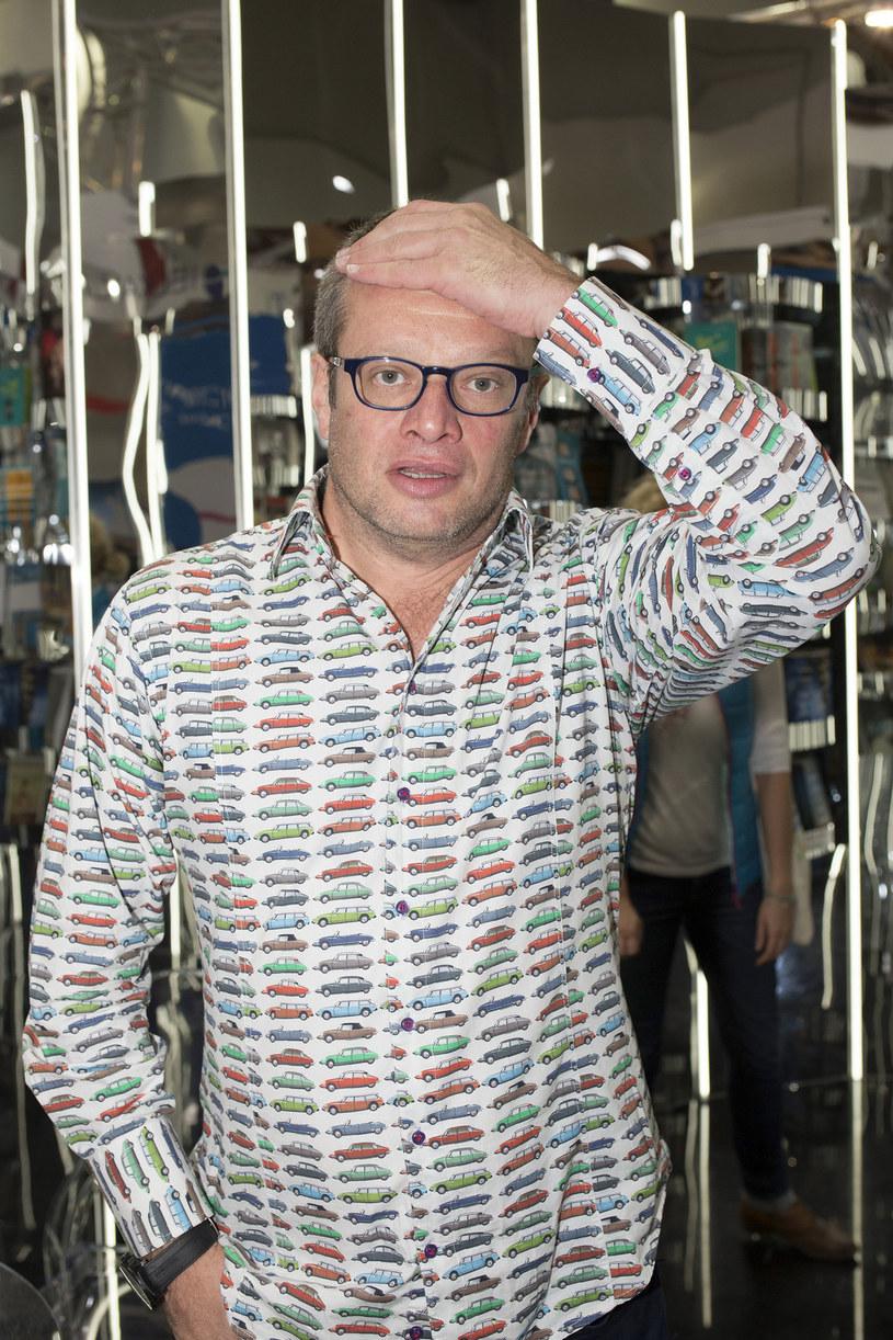"""W cotygodniowym felietonie dla """"Newsweeka"""" Marcin Meller skomentował internetowe zamieszanie związane z wpisami na Twiiterze dziennikarza TVP Michała Adamczyka."""