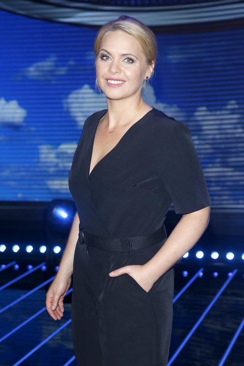 """Magdalena Stużyńska chodziła do Ogniska Teatralnego przy Teatrze Ochota. Jest świetną aktorką i znakomitą śpiewaczką. Mówi biegle w trzech językach, przede wszystkim zaś kocha być mamą. Występuje w serialach """"Przyjaciółki"""" i """"rodzinka. pl"""", doceniono też jej występy z Kabaretem Moralnego Niepokoju."""