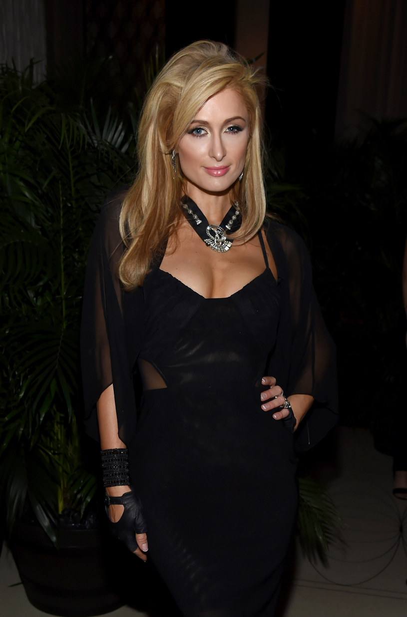 Po ponad 10 latach powraca śpiewająca Paris Hilton. Dziedziczka fortuny, która ma na koncie  jeden album, zapowiada, że szykuje nowy materiał.