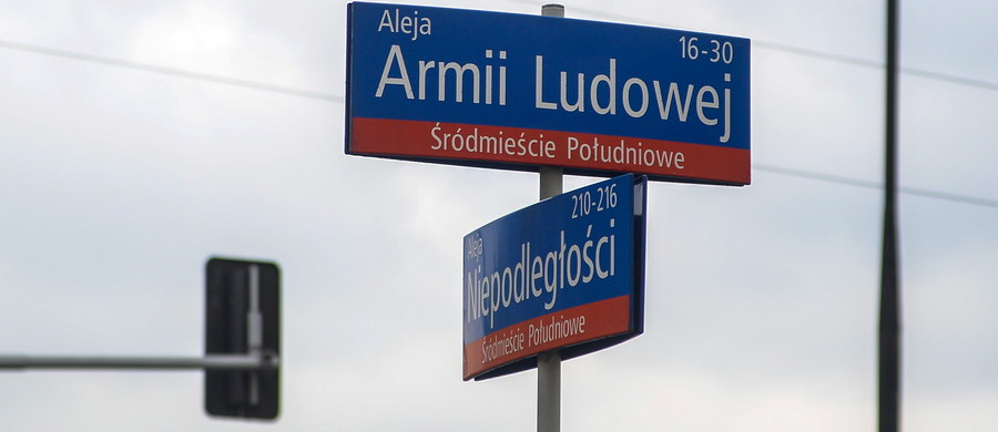 Będzie zmiana nazw ulic w Warszawie - ogłosił wojewoda mazowiecki Zdzisław Sipiera. Decyzja ma związek z wejściem w życie ustawy o dekomunizacji.