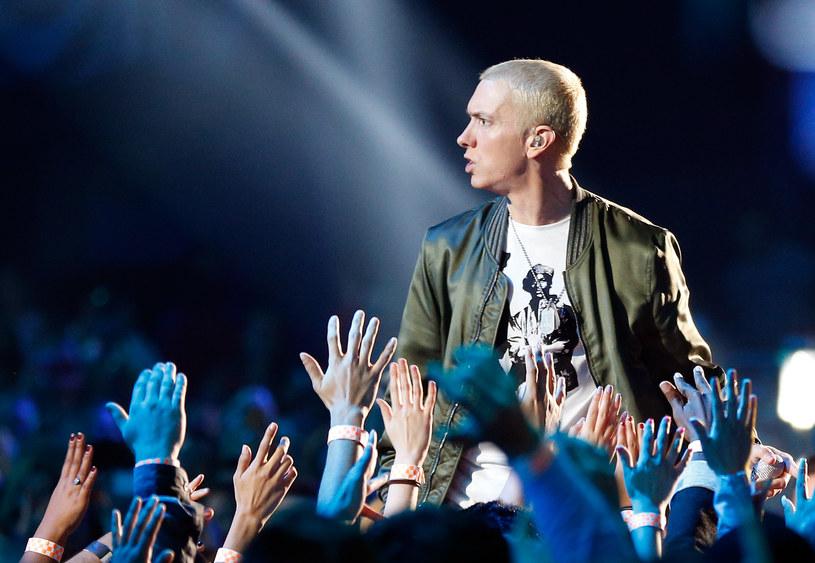 """W sieci pojawiła się pierwsza oficjalna zapowiedź nowej płyty Eminema """"Revival"""". Posłuchaj nagranego wraz z Beyonce utworu """"Walk On Water""""."""