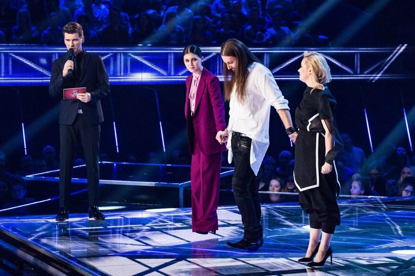 """Eliminacja Jeleny Matuli, jednej z głównych faworytek do zwycięstwa w """"The Voice of Poland"""", stała się tematem numer jeden po zakończeniu odcinka programu. W taki obrót spraw nie dowierzali internauci, a nawet sami trenerzy."""