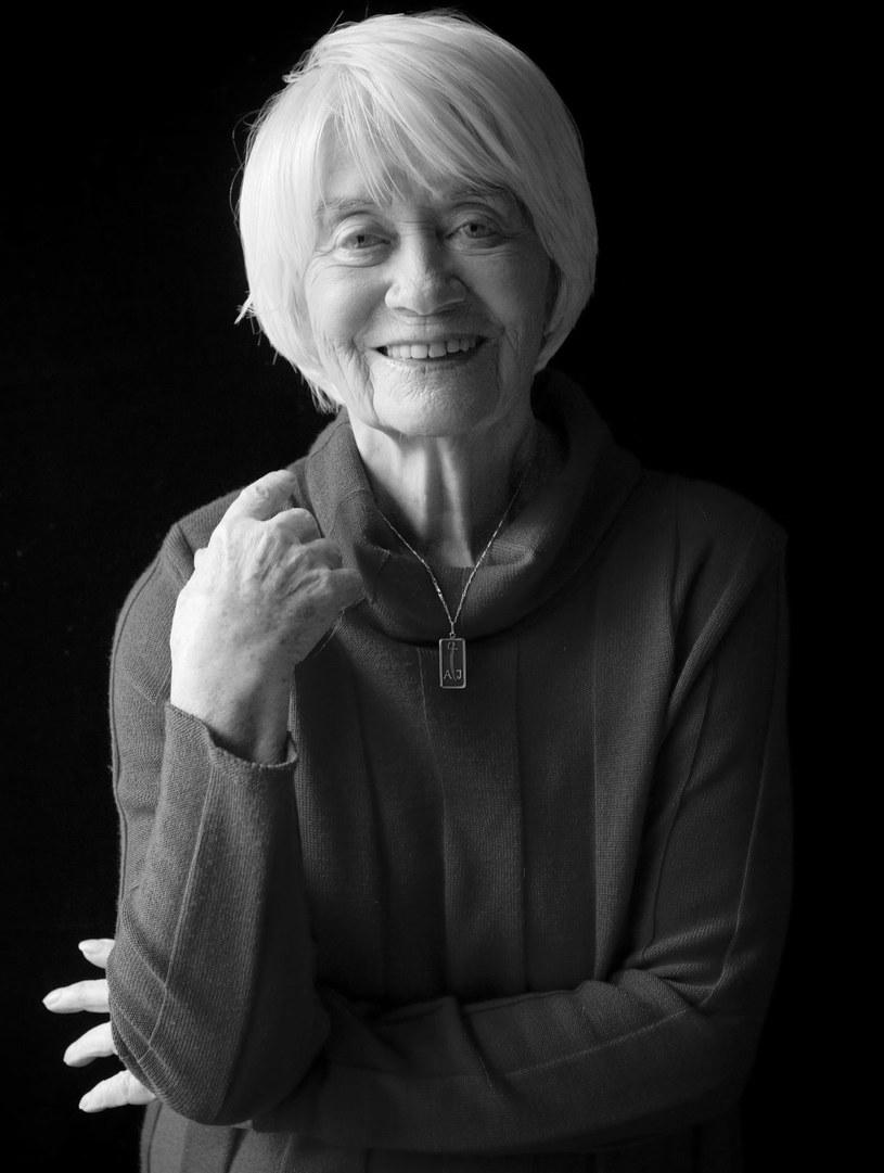 W wieku 94 lat zmarła jedna z najpopularniejszych polskich aktorek filmowych,  teatralnych, estradowych  i telewizyjnych, Alina Janowska - poinformował prezes Związku Artystów Scen Polskich, Olgierd Łukaszewicz.