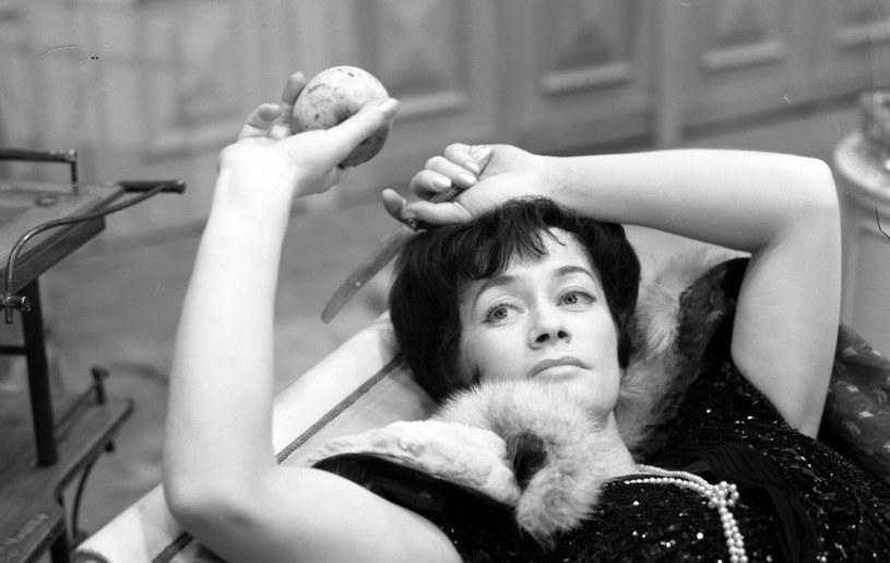 """Alina Janowska, z którą przez wiele lat spotykałyśmy się na kweście na Powązkach, była wyjątkowo utalentowaną aktorką, ale też niezwykle dzielnym człowiekiem - powiedziała Maja Komorowska, wspominając zmarłą w poniedziałek aktorkę, gwiazdę m.in. """"Wojny domowej""""."""