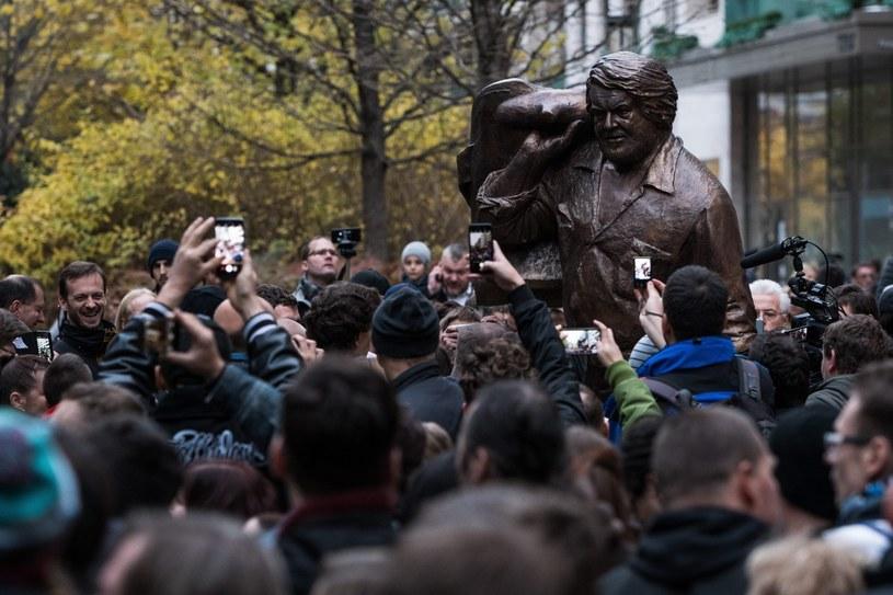 W obecności licznie zgromadzonych mieszkańców Budapesztu w węgierskiej stolicy odsłonięto pomnik gwiazdora spaghetti westernów Buda Spencera. Na uroczystości obecne były córki aktora Cristina i Diamante.