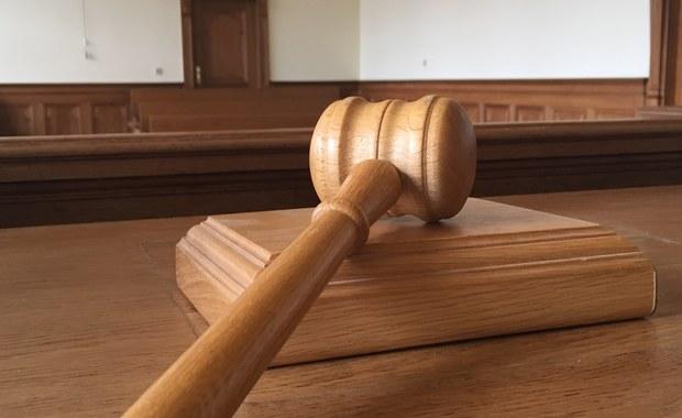 Mężczyzna, który w Bejdach na Mazowszu po zmroku staranował grupę pielgrzymów i organizujący procesję ksiądz, mogą uniknąć kary. Jak dowiedział się nasz dziennikarz, prokuratura złożyła wniosek o warunkowe umorzenie śledztwa w sprawie wypadku, do którego doszło w listopadzie 2015 roku.