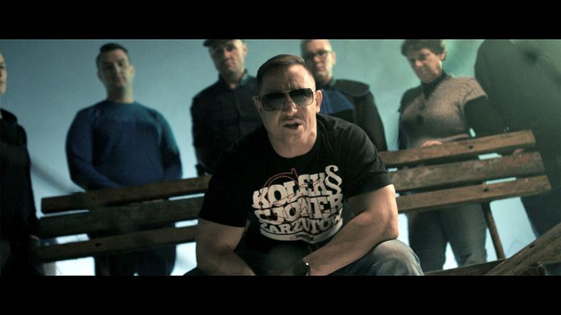 Krzysztof Koza, szef legendarnej w latach 90. wytwórni RRX opublikował archiwalne nagrania, na których widać raperów Chadę i Piha w 2000 roku.