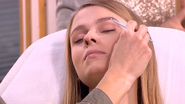 """Na czym polega laminowanie brwi? Czy można to zrobić samemu w domu? Wyjaśniła to w """"Dzień Dobry TVN"""" ekspertka stylizacji brwi Eliza Moczydłowska. Czy jest to też zabieg dla panów? (Dzień Dobry TVN/x-news)"""