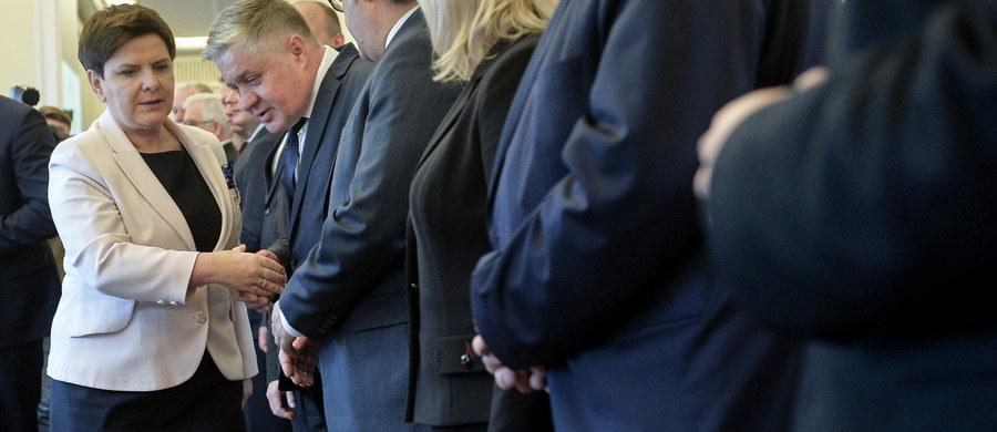 W środę ministrowie z gabinetu premier Beaty Szydło podsumuje dokonania swoich resortów po dwóch latach rządów, z uwzględnieniem przede wszystkim ostatniego roku – zapowiedział rzecznik rządu Rafał Bochenek. Jak dodał konferencje będą odbywać się kolejno co pół godziny.