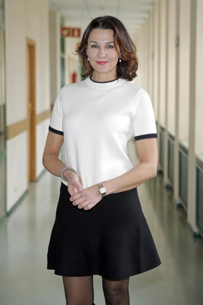 """Producenci serialu """"Pensjonat nad rozlewiskiem"""" zaprosili Annę Popek do współpracy. W szóstej serii sagi wcieli się ona w dziennikarkę, która przyjedzie na Mazury, by przeprowadzić wywiad z mieszkającą tu wielką gwiazdą Ewą Sztern (Maria Pakulnis)."""